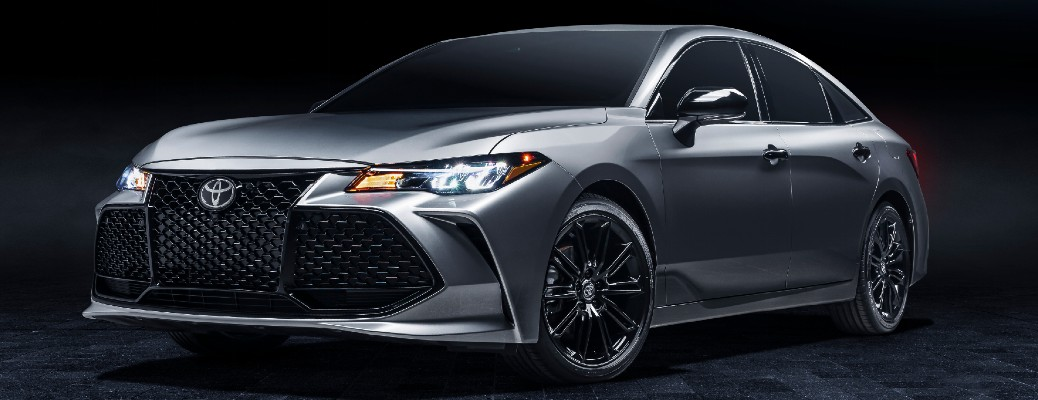What's the fuel economy of the 2021 Toyota Avalon Hybrid?