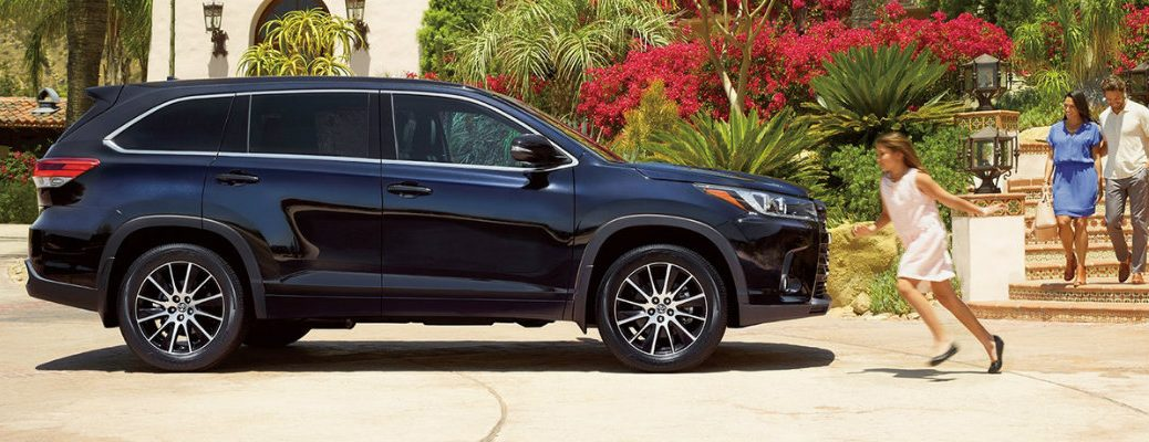 Family next to the 2018 Toyota Highlander