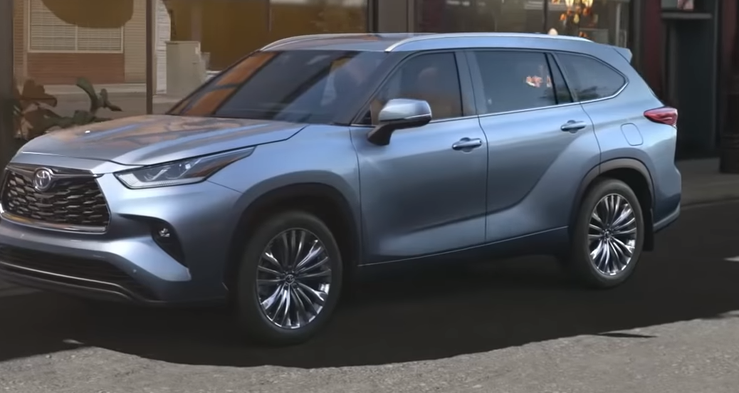 2020 Toyota Highlander Hybrid parked outside