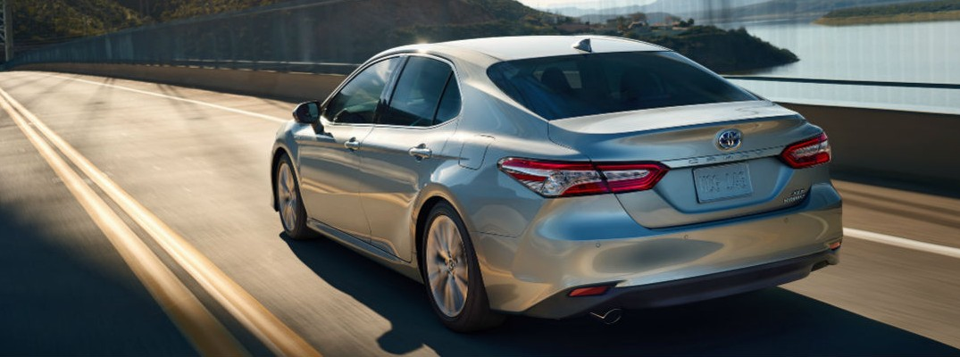 What's the difference between the 2020 Toyota Camry LE vs. SE?