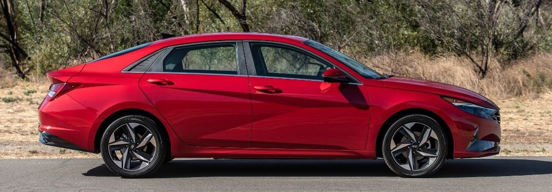 How do I use the Lane Safety feature in the 2021 Hyundai Elantra?