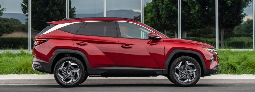 2022 Hyundai Tucson exterior passenger side profile in front of glass building