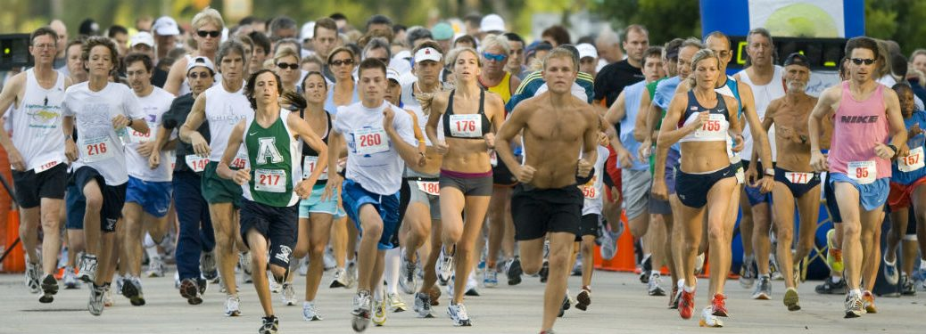 runners leaving the starting line of a race