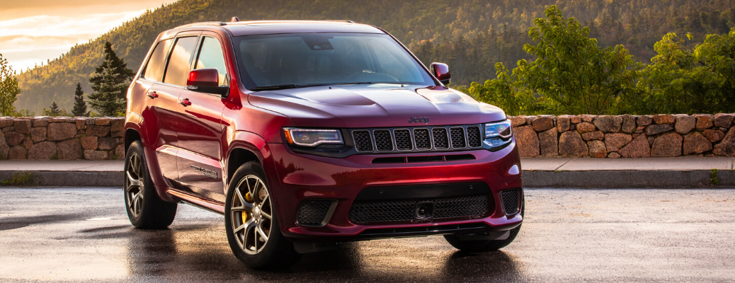 Front view of 2020 Jeep Grand Cherokee Velvet Red