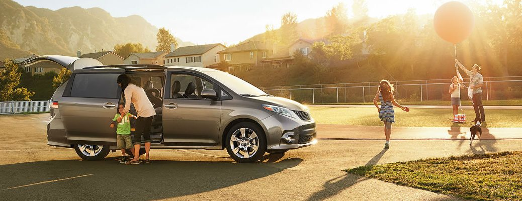 2017 Toyota Sienna Convenience Features and Technology Information