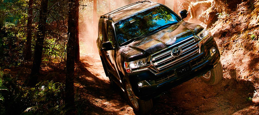 2018 Toyota Land Cruiser Interior Features and Towing Capacity