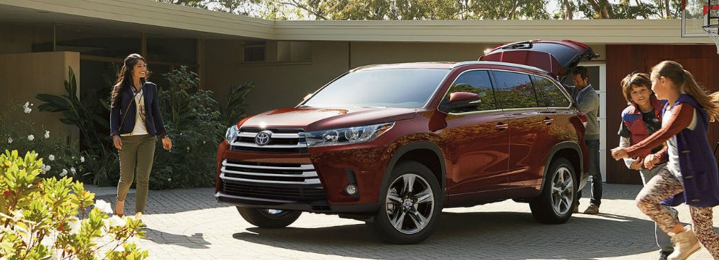 2018 Toyota Highlander in Red Exterior View