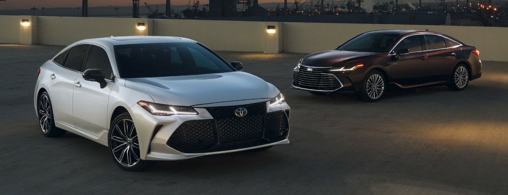 2019 Toyota Avalon Front View of White and Black Exteriors
