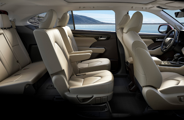 2020 Toyota Highlander side view of seats