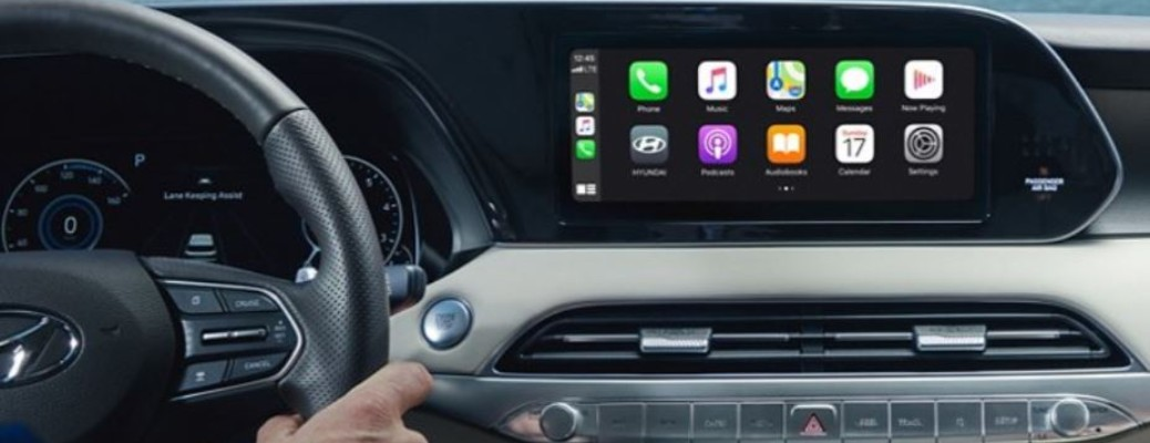 The console and touchscreen on a 2021 Hyundai Palisade