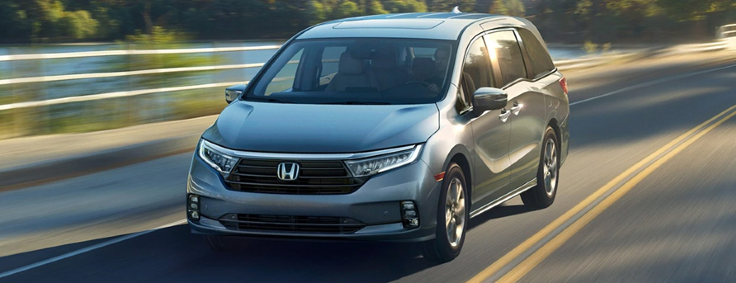 2021 Honda Odyssey zooms up a highway