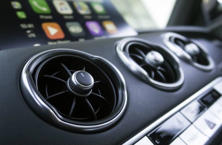 air vents and apple carplay monitor in kia forte