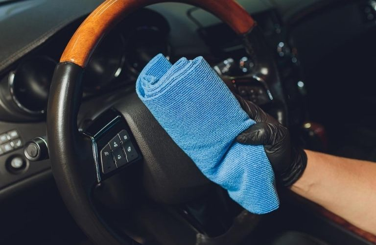 Cleaning a steering wheel of a vehicle
