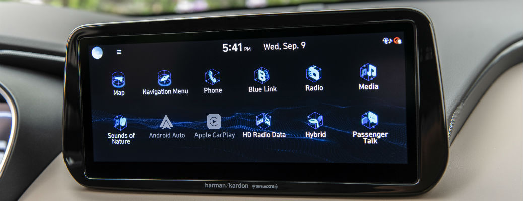 Closeup of infotainment screen in 2021 Hyundai Santa Fe