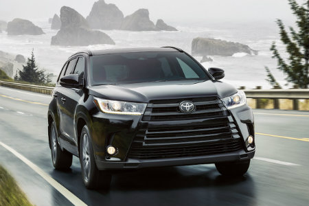 2018 Toyota Highlander driving by the shore