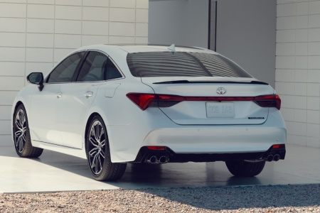 2019 Toyota Avalon parked in front of a building