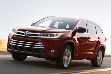 2019 Toyota Highlander driving down a highway