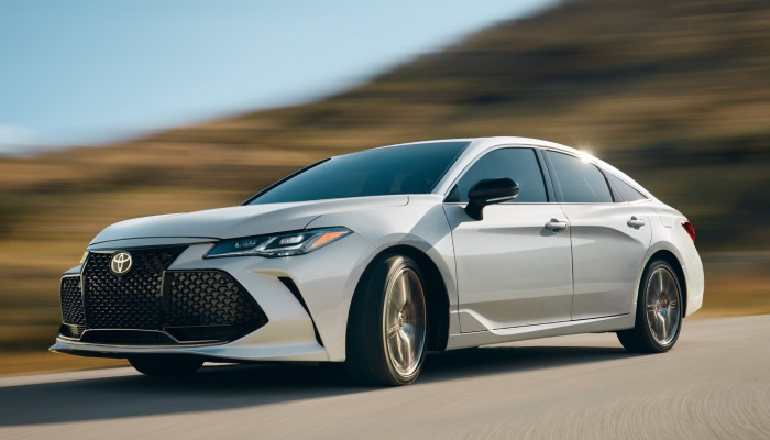 2019 Toyota Avalon driving down a rural road
