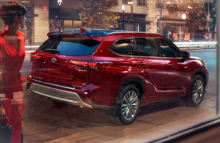 2021-Toyota-Highlander-parked-outside-rear-view