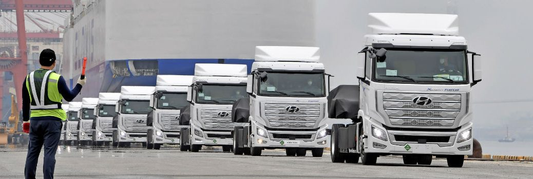 Worlds First Fuel Cell Heavy-Duty Truck Hyundai XCIENT Fuel Cell Heads to Europe for Commercial Use Exterior Front Man Models