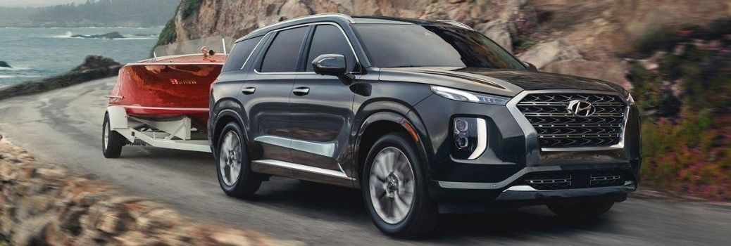 2020 Hyundai Palisade towing a trailer