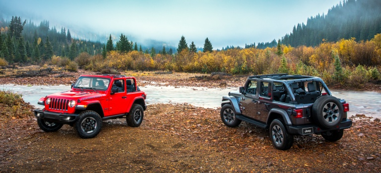 2018 Jeep Wrangler red and gray side by side