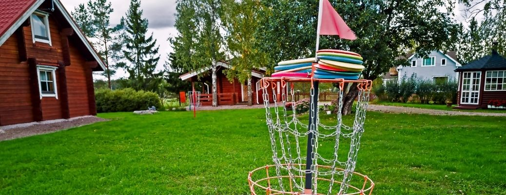 Disks with red flag in a disk golf basket