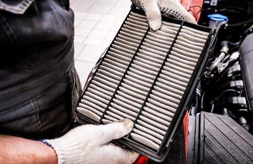 mechanic holding filter for car