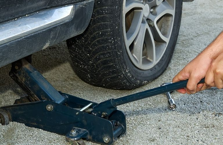 Using a jack to lift the wheel