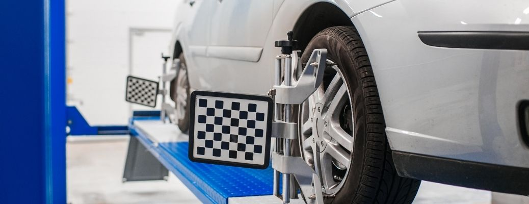 Servicing of the tires of a car.