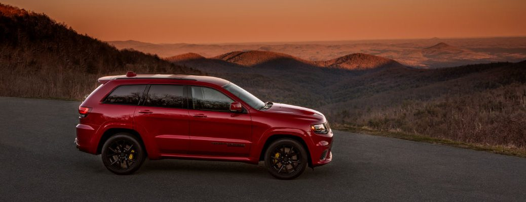A right profile photo of the 2021 Jeep Grand Cherokee.