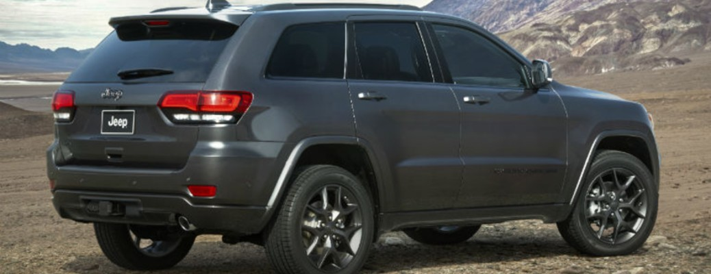 A 2021 Jeep Grand Cherokee parked outside