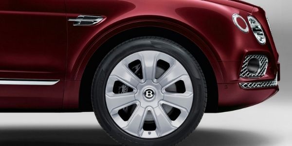 Close Up of 2019 Bentley Bentayga Wheel