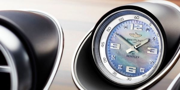 Close Up of 2019 Bentley Bentayga Dashboard Clock