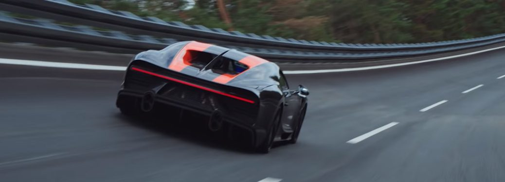 Bugatti Chiron setting 300+ MPH speed record at the Ehra-Lessien test track in Germany