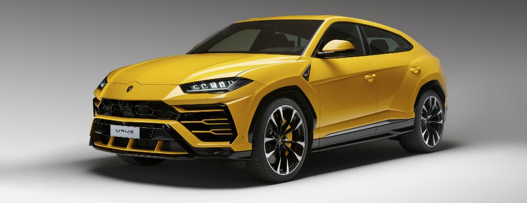 A front left quarter photo of the Lamborghini Urus.
