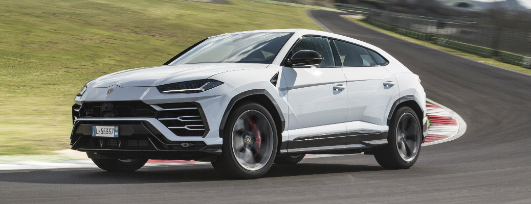 Does the 2020 Lamborghini Urus have a four-wheel drive system?