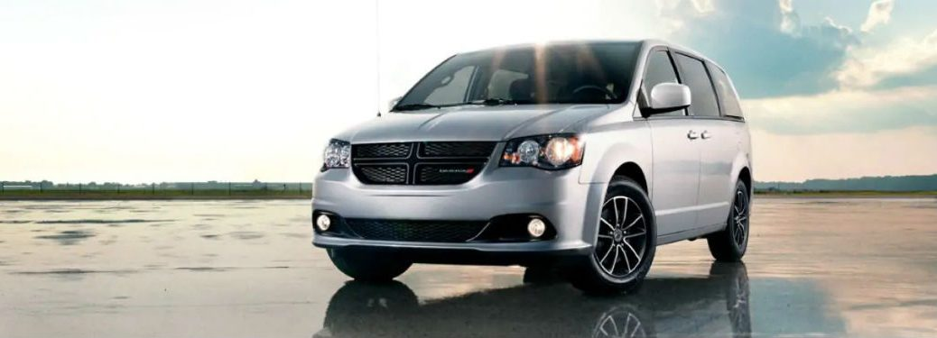 Front driver side exterior view of a gray 2019 Dodge Grand Caravan