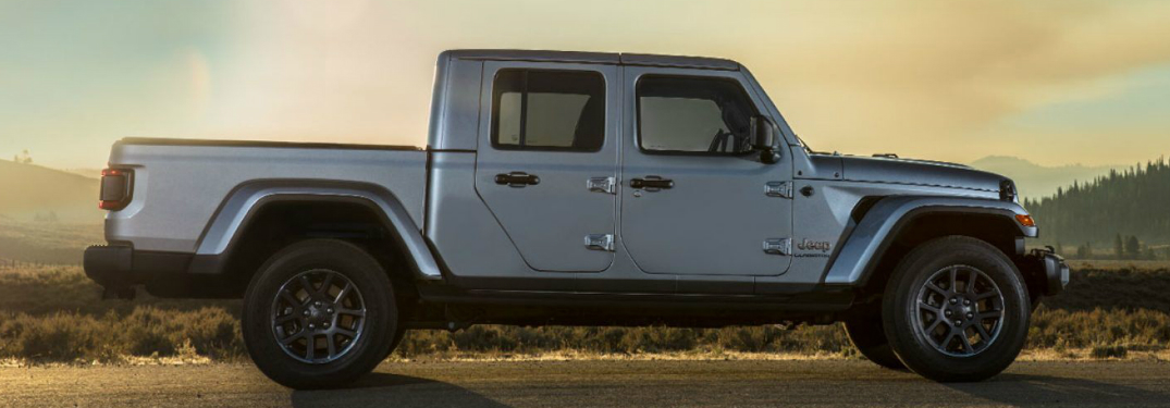 What does the interior of the Jeep Gladiator look like?