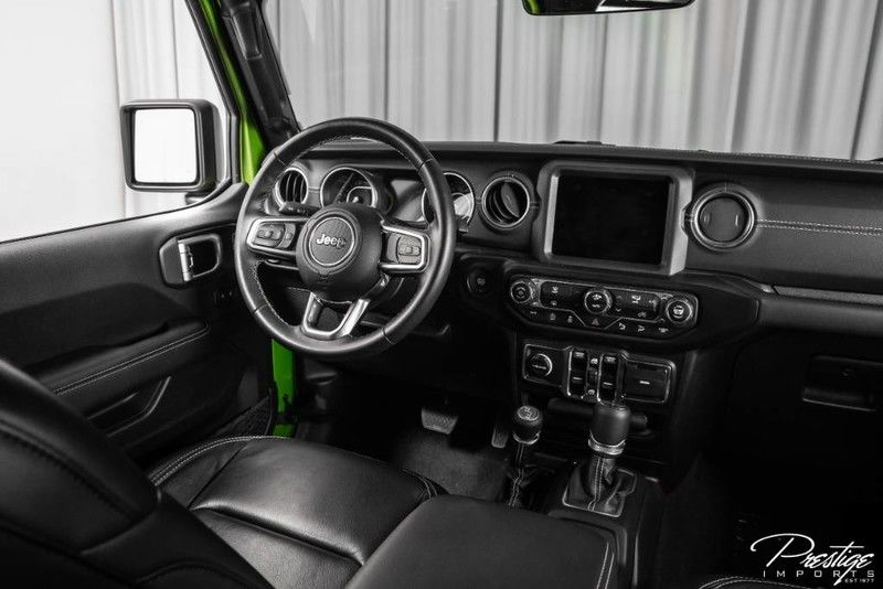 2019 Jeep Wrangler Unlimited Sahara Interior Cabin Dashboard