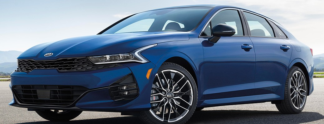 Side view of the 2021 Kia K5 color blue