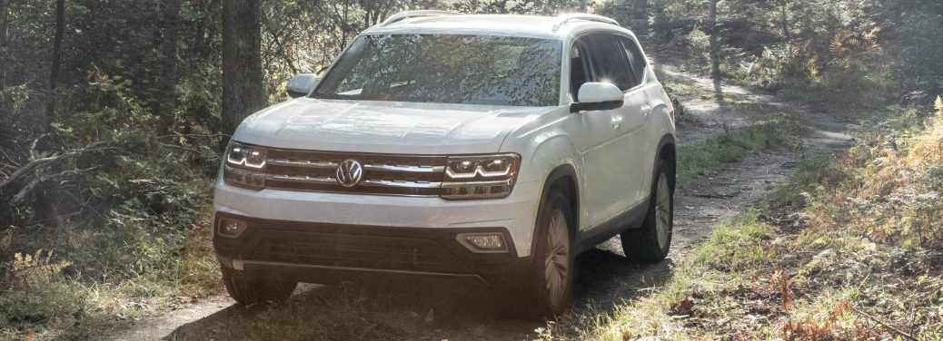 2018-Volkswagen-Atlas-driving-on-dirt-path-through-forest