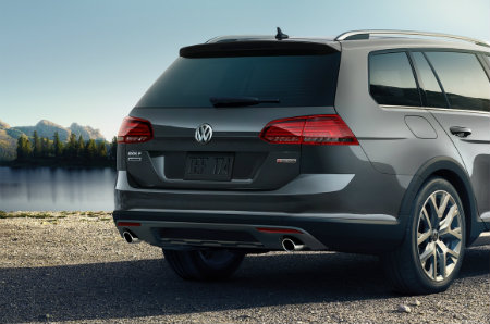 2019 Volkswagen Golf Alltrack back trunk