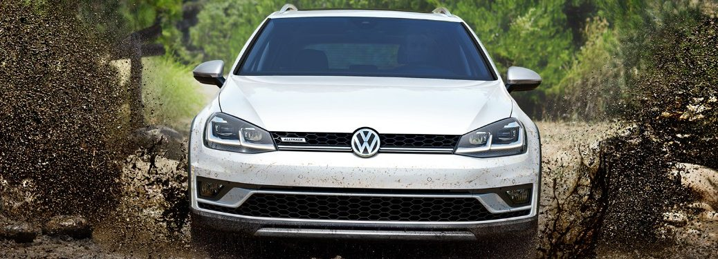 2019 Volkswagen Golf Alltrack driving through mud
