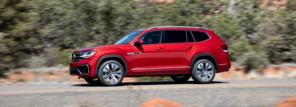 2021 Volkswagen Atlas Red driving from side