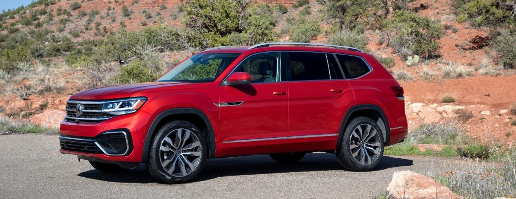 A left profile photo of the 2021 Volkswagen Atlas.