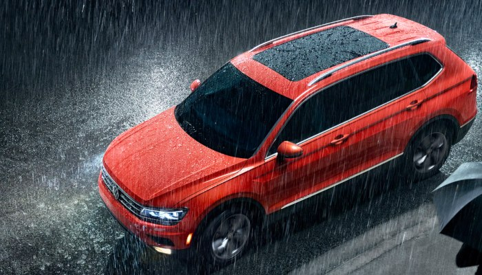 2019 Volkswagen Tiguan parked on a city street in the rain