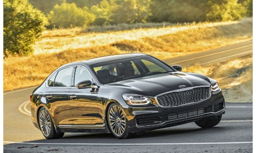 2020 Kia K900 exterior shot with gray metallic paint color