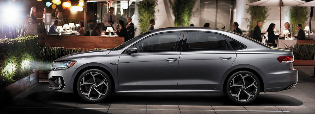2020 Volkswagen Passat parked outside side view