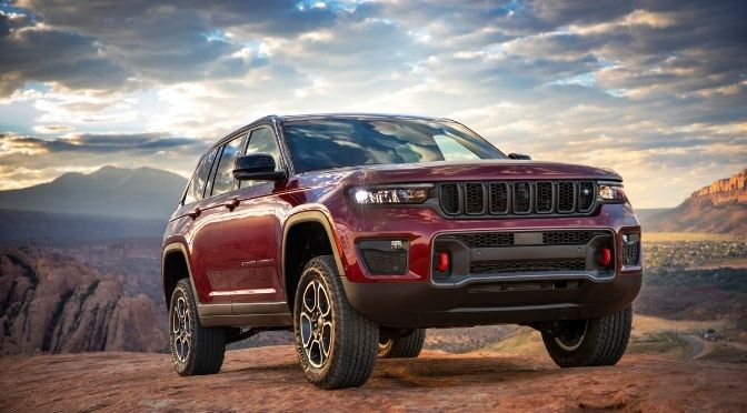 2022 Jeep Grand Cherokee Front Right-Quarter View